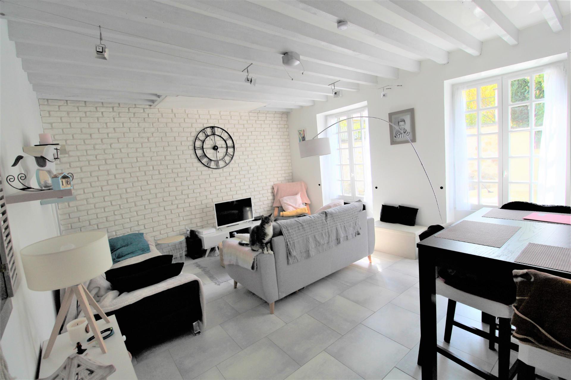 Maison ancienne rénovée avec goût - Stéphane Plaza Immobilier